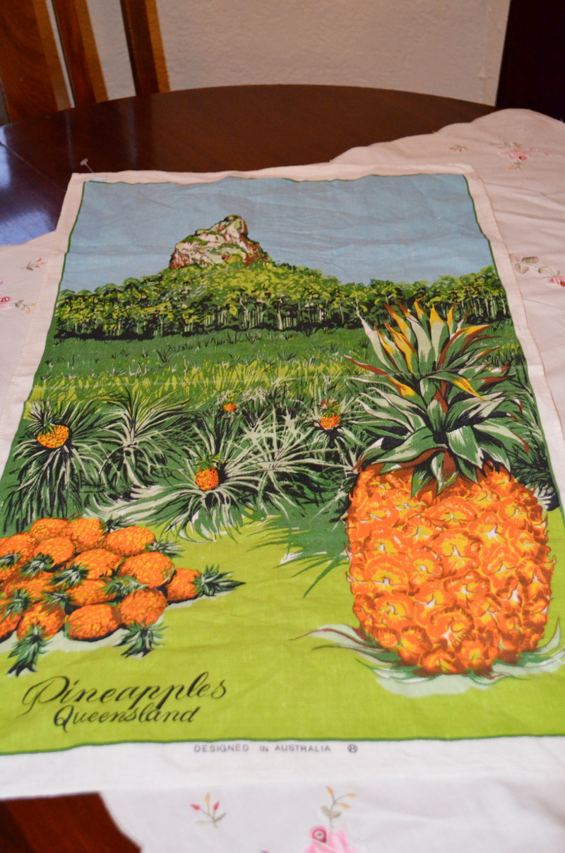 retro pineapple queensland teatowel